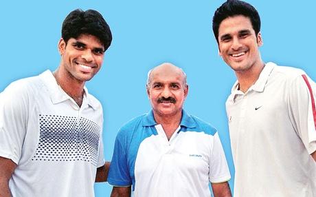 CV Nagaraj with Vishnu Vardhan (left) and Saketh Myneni