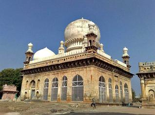 Grandiose plans:The 400-year-old tomb in Kurnool is set to be developed as a tourist spot.-Photo U.Subramanyam / The Hindu