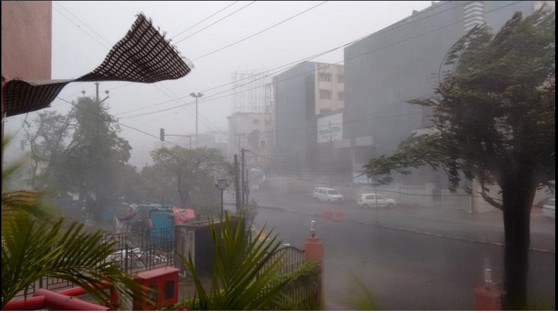 Cyclone Hudhud has caused heavy rain and winds in Vishakhapatnam. / Twitter