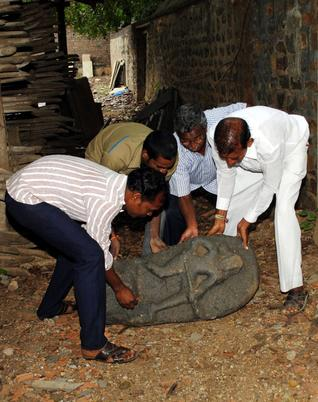 Hero statue being moved to Kanaparthis Museum from Ongole on Monday. Photo: Kommuri Srinivas
