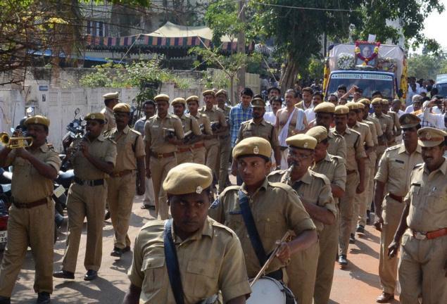 Police band leads the cortege of former Mayor D.V. Subba Rao on Sunday in Visakhapatnam./ Photo C.V. Subrahmanyam
