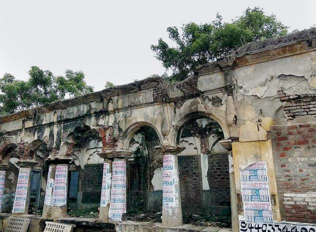 Symbol of neglect:A view of the building that was constructed by Yerramilli Ramanatham. —Photo: B.V.S. Bhaskar