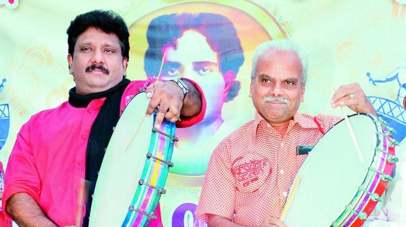 Tollywood actor L.B. Sriram taking part in a cultural fete held in Anantapur on Monday. (Photo: DC)