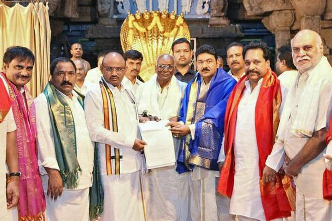 TTD Chairman Putta Sudhakar Yadhav receiving the donation of ₹13.50 crore from the NRI devotees on Saturday | Photo Credit: Arrangement